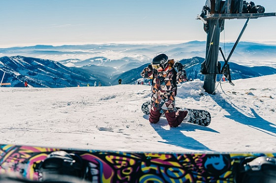 man in snowboard thinking about gift